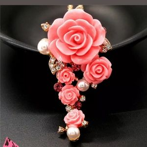 New Betesy Johnson Pink rose/pearl Necklace